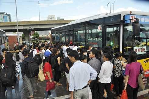 Dịch vụ vận chuyển hành khách bằng xe buýt cùng được lấy ý kiến đánh giá của người dân