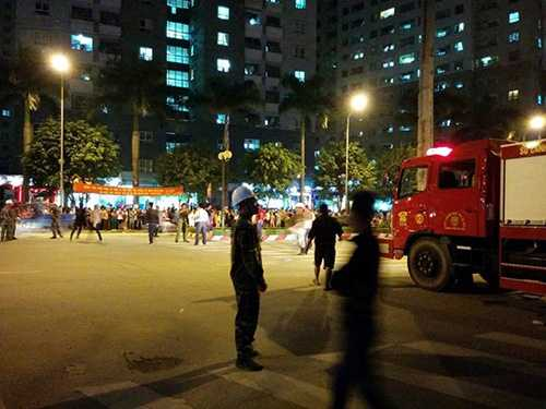 Theo lực lượng cảnh sát PCCC, đám cháy xảy ra tại hầm khỗi nhà A - Ảnh Zing
