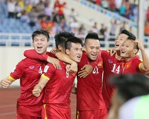 Công Vinh ăn mừng bàn thắng thứ 40 trong 69 lần khoác áo tuyển Việt Nam