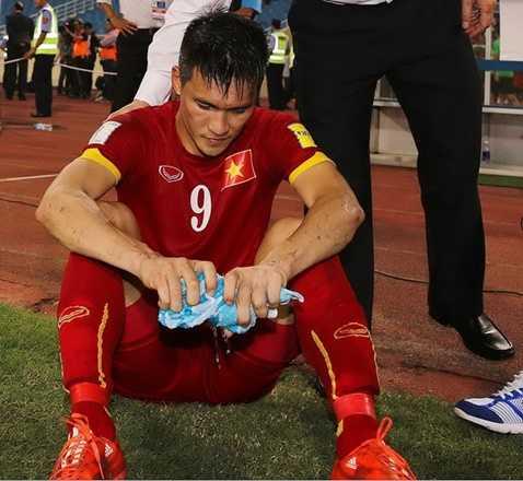Công Vinh đã khóc sau trận đấu với Iraq