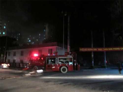 Lực lượng cứu hỏa đang tiếp cận hiện trường (Ảnh: QĐND)