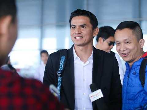 HLV Kiatisuk tại sân bay Nội Bài. (Ảnh: VTC)