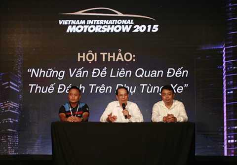 PGS.TS NGô Trí Long (giữa) cho rằng không nên coi ôtô là mặt hàng xa xỉ.