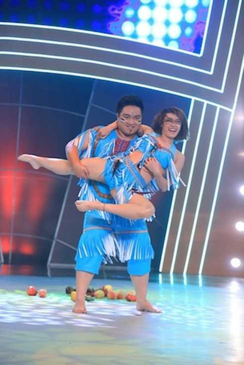 Nguyễn Thắng và Ngọc Anh biểu diễn Circle of life. Cặp đôi có tổng điểm 8,5.