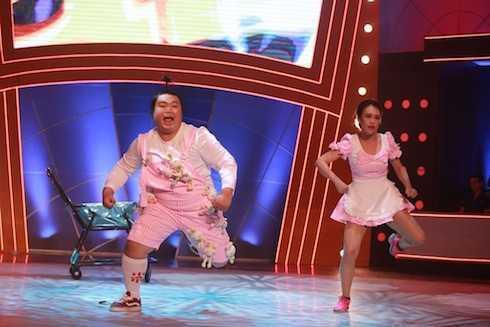 Chí Lễ và Kim Anh biểu diễn Fat. Cặp đôi có tổng điểm 9,5.
