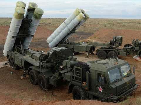 Tên lửa tầm xa S-400 Triumph của Nga