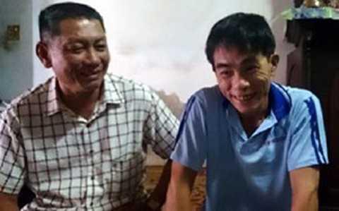Ông Nguyễn Văn Đạo (bên phải) tươi cười bên ân nhân cứu mạng Phạm Tấn Lộc (Ảnh Dân Việt).