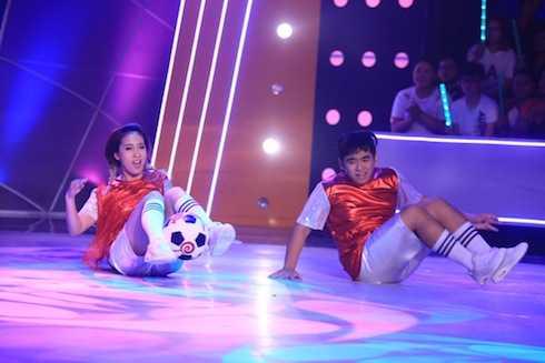 Ngọc Sơn và Phạm Lịch biểu diễn The cup of life. Cặp đôi có tổng điểm 9,2.