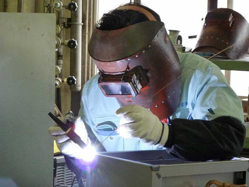 Mỗi ngành nghề điều tiềm ẩn nguy cơ bên trong làm suy giảm thị lực của người lao động như ngành điện, ngành cơ khí, ngành may, nhân viên văn phòng..., tuy nhiên tổn thương về mắt rất hay gặp trong ngành cơ khí.