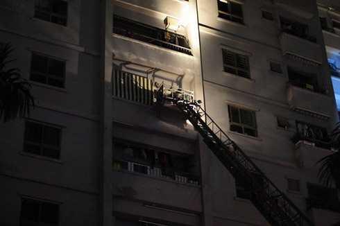 Xe thang cứu người trong vụ cháy tại khu đô thị Xa La