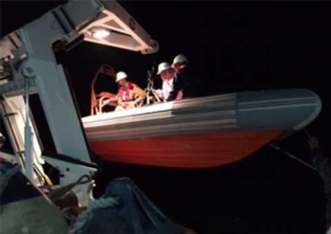 Tối 11/10,  tàu cứu nạn SAR 412 đã cứu nạn thành công 2 ngư dân trên tàu QNg 94967TS bị phá nước, chìm trên biển