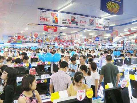 Ngày 23/7, CTCP Thế giới số Trần Anh chính thức khai trương điểm kinh doanh tại số 18 Phạm Hùng. (Ảnh Nguyên Đức).