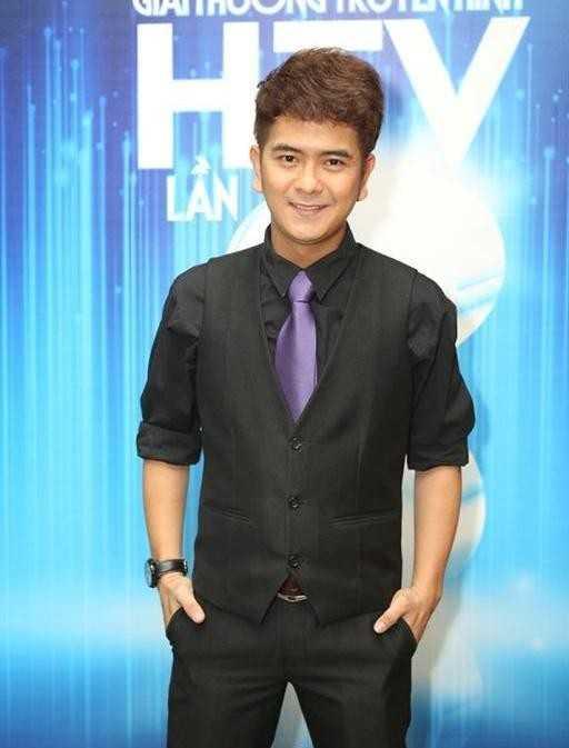 Ngoài đóng phim, Hùng Thuận diễn kịch vào cuối tuần tại sân khấu Hoàng Thái Thanh.