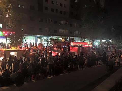 Xe thang cùng nhiều xe chữa cháy của lực lượng CS PCCC được huy động tới hiện trường