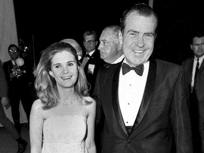Tricia, con gái cả Tổng thống Richard Nixon, học ngành tiếng Anh từ Đại học Boston. Ông Nixon là khách mời danh dự và có bài phát biểu tại lễ tốt nghiệp của con gái vào năm 1968.