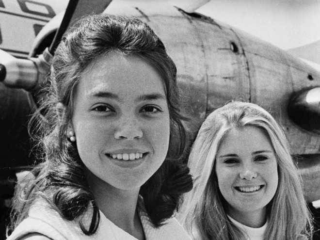 Julie Nixon, con gái út Tổng thống Nixon, theo học Đại học Smith và lấy bằng thạc sĩ ngành Giáo dục từ Đại học Công giáo Mỹ năm 1972. Bà kết hôn cùng David Eisenhower, cháu trai Tổng thống Dwight D. Eisenhower.