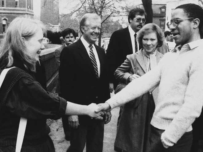 Amy Carter, con gái út Tổng thống Jimmy Carter, từng theo Đại học Brown. Năm 1987, bà bị đuổi học do không theo kịp chương trình. Sau đó, Amy trở thành sinh viên ngành Nghệ thuật tại Đại học Nghệ thuật Memphis và tốt nghiệp năm 1992. Ái nữ nhà Tổng thống thứ 39 nhận bằng thạc sĩ ngành Lịch sử Nghệ thuật từ Đại học Tulane.