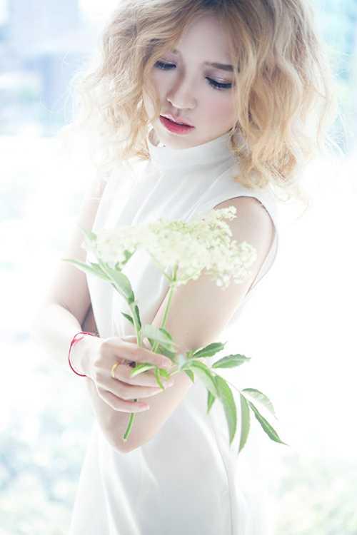 Suni Hạ Linh là nghệ danh của cô khi bước chân vào con đường ca hát chuyên nghiệp.