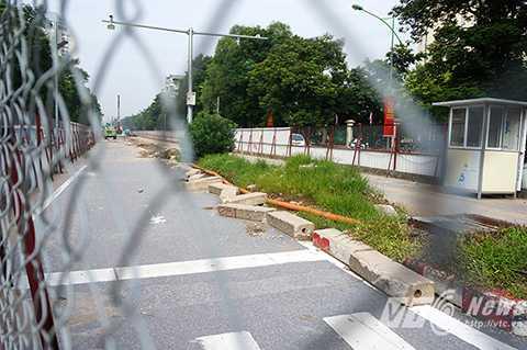 Trong tổng số 9 điểm rào chắn, lô cốt trên tuyến đường này thì có tới 4 điểm đang bị bỏ hoang.