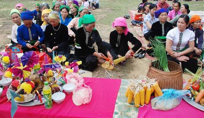 Một buổi cúng ma ruộng của người Thái Mường Lò
