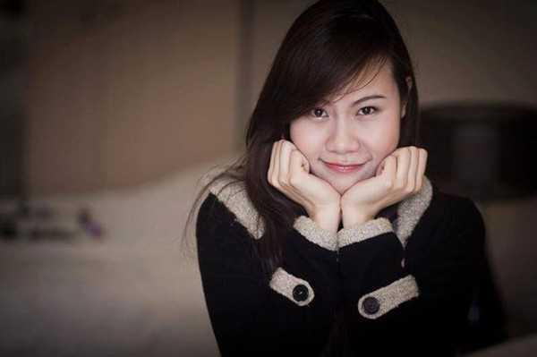 Nguyễn Thúy Hằng sinh năm 1989, hiện đang là học sinh tại Vương quốc Anh. Hằng từng tốt nghiệp ĐH Thăng Long Hà Nội chuyên ngành Tài chính - Ngân hàng và Quản trị Marketing.