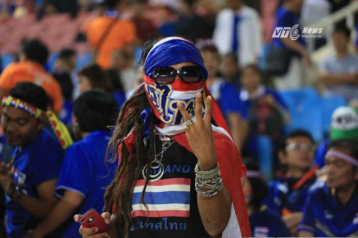 CĐV Thái Lan muốn đội nhà thắng 3-0 (Ảnh: Phạm Thành)