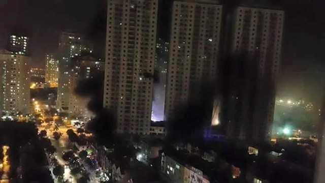Toàn cảnh vụ cháy chung cư ở khu đô thị Xa La ngày 11/10 nhìn từ trên cao.