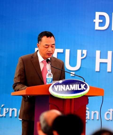 Ông Tạ Minh Phượng - Giám đốc kỹ thuật Nhà máy sữa Vinamilk Nghệ An phát biểu tại buổi lễ.