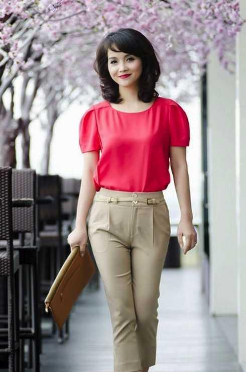 """Cô Trúc trong phim """"Những ngọn nến trong đêm"""" là hình mẫu sao Việt giỏi việc nước, đảm việc nhà mà nhiều người ngưỡng mộ."""