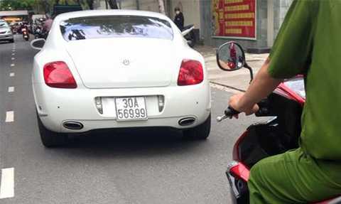 Siêu   xe Bentley có trị giá hơn 6 tỷ đồng nghi nhập lậu, sử dụng biển số giả để lưu   thông vừa bị cơ quan công an TP Đà Nẵng phát hiện   và tạm giữ.