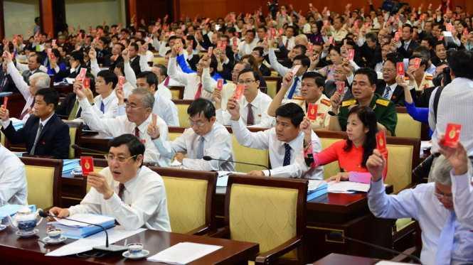 Tại phiên họp trù bị sáng 13/10, các đại biểu đã biểu quyết thông qua chương trình đại hội - Ảnh: T.T.Dũng