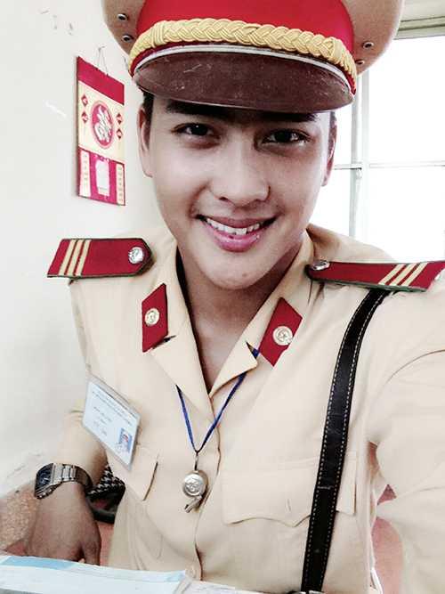 Nam cảnh sát điển trai Thái Bá Nam.