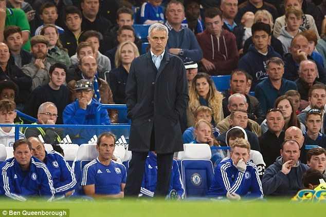Mourinho đang trải qua chuỗi ngày khó khăn tại Chelsea