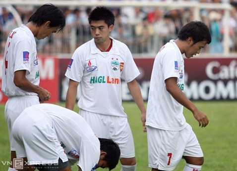 Lee Nguyễn và Thonglao (số 7) kết hợp ăn ý trong mùa giải 2009