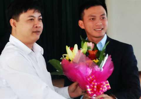 Ông Nguyễn Bá Cảnh (trái) được bầu vào Ban Chấp hành Đảng bộ TP Đà Nẵng.
