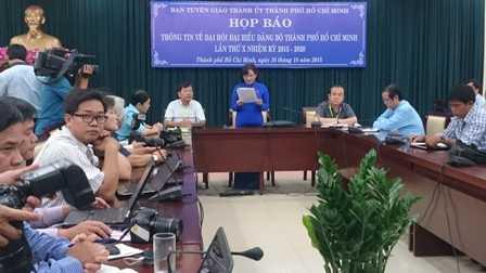 Trưởng Ban tuyên giáo Thành ủy TP.HCM chủ trì buổi họp báotrong chiều 16/10.