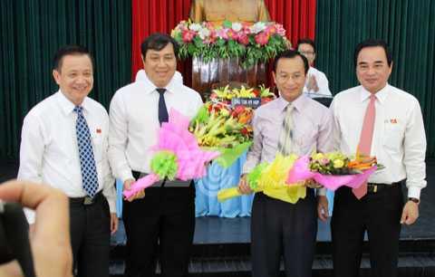 Ông Nguyễn Xuân Anh (thứ hai từ phải sang), Ủy viên dự khuyết Trung ương Đảng, Phó Bí thư Thành ủy Đà Nẵng được bầu giữ chức Bí thư Thành ủy Đà Nẵng nhiệm kỳ 2015-2020.