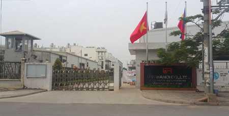 Công ty TNHH URC Hà Nội chưa được Ban quản lý các khu công nghiệp và chế xuất Hà Nội cấp giấy phép xây dựng vì đã xây dựng nhà xưởng và các công trình phụ trợ của dự án trên các lô đất dùng cho xây dựng kho tàng và bãi tập kết rác thải chung của khu công nghiệp.