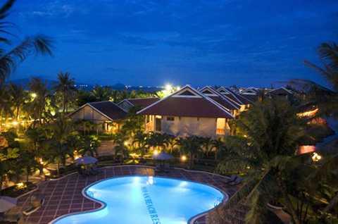 """Năm 2000, khu nghỉ dưỡng cao cấp đầu tiên của Tập đoàn Khaisilk """"Hội An Riverside Resort & Spa"""" được đặt tại Hội An, Quảng Nam."""