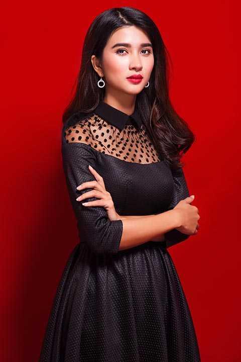Bộ ảnh được thực hiện bởi stylist Tân Đà Lạt, nhiếp ảnh gia Tiên Nguyễn - Minh Luân, trang điểm Phúc Nghĩa, thời trang tóc Hà Duy Nam.