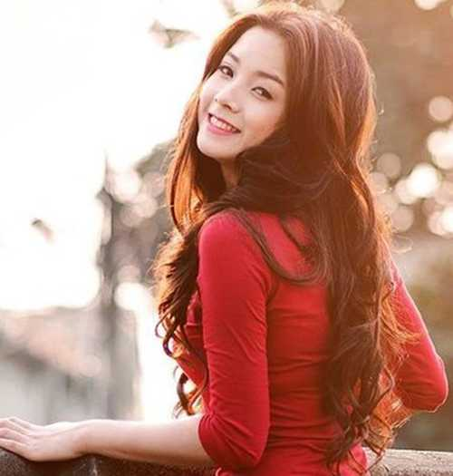 Cô bạn sinh năm 1992 này từng là sinh viên trường Đại học Sân khấu Điện ảnh và là một trong những khuôn mặt khá quen thuộc với khán giả truyền hình.