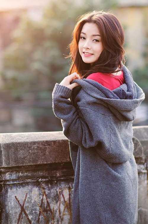Vẻ đẹp trong sáng, nữ tính và dịu dàng của Lệ Quyên được rất nhiều người yêu thích.