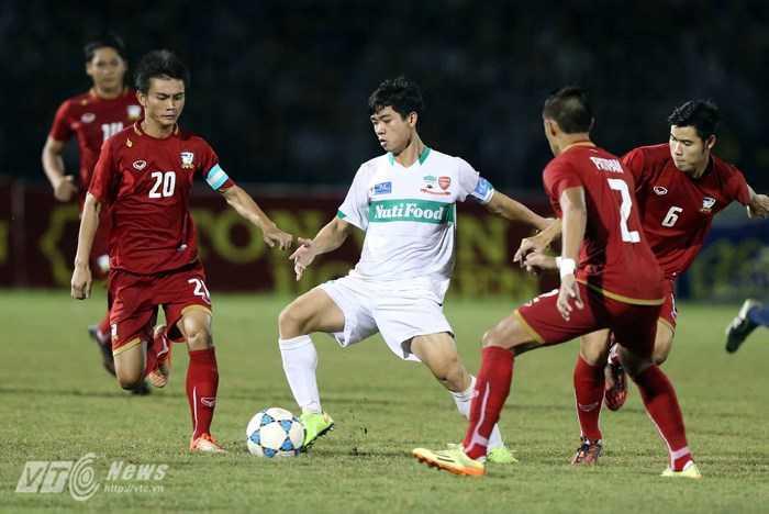 Công Phượng vs U21 Thái Lan (Ảnh: Quang Minh)