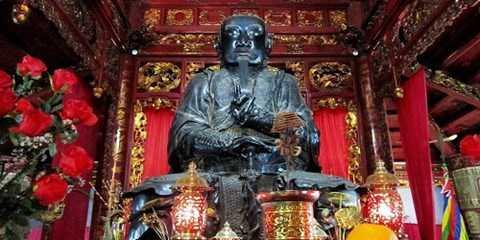 Pho tượng Huyền Thiên Trấn Vũ trong đền Quan Thánh