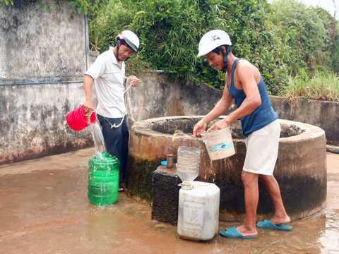 Có nhà máy cấp nước ngọt từ nước biển, người dân Lý Sơn sẽ không còn phải lo toan đi lấy nước từng can vào mùa khô hạn