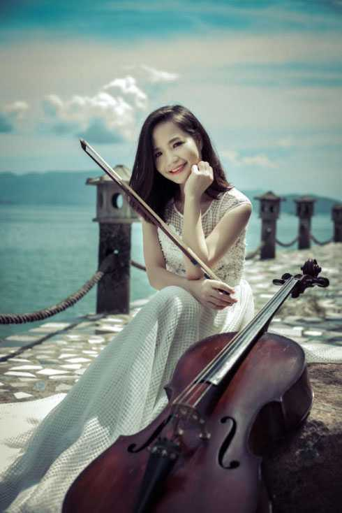 Đinh Hoài Xuân hiện đã tốt nghiệp thạc sỹ Cello, nhưng tới đây cô tiếp tục đi du học 2 năm tại CH Séc.