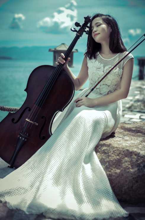 Nữ nghệ sĩ xinh đẹp, gợi cảm trong từng shoot ảnh.
