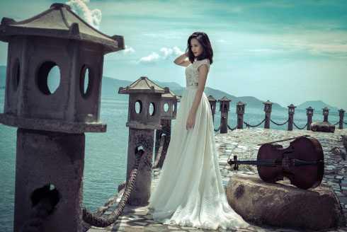 Người đẹp khoe sắc vóc trước trời biển Nha Trang.