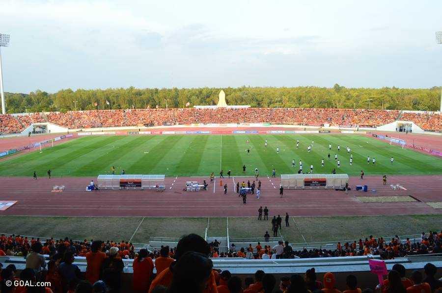 Trận derby vùng Đông Thái Lan giữa Nakhon Ratchasima và Buriram tại Thai Premier League 2015, thu hút 35 nghìn khán giả tới sân