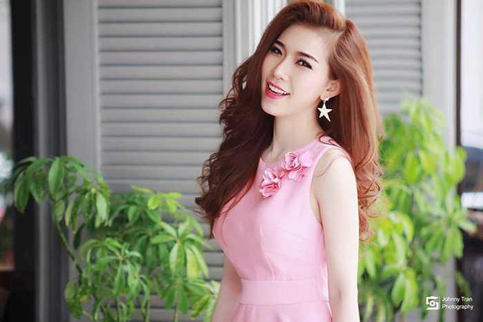 Ca sỹ Y Nhung có giọng hát ngọt ngào, trầm ấm.